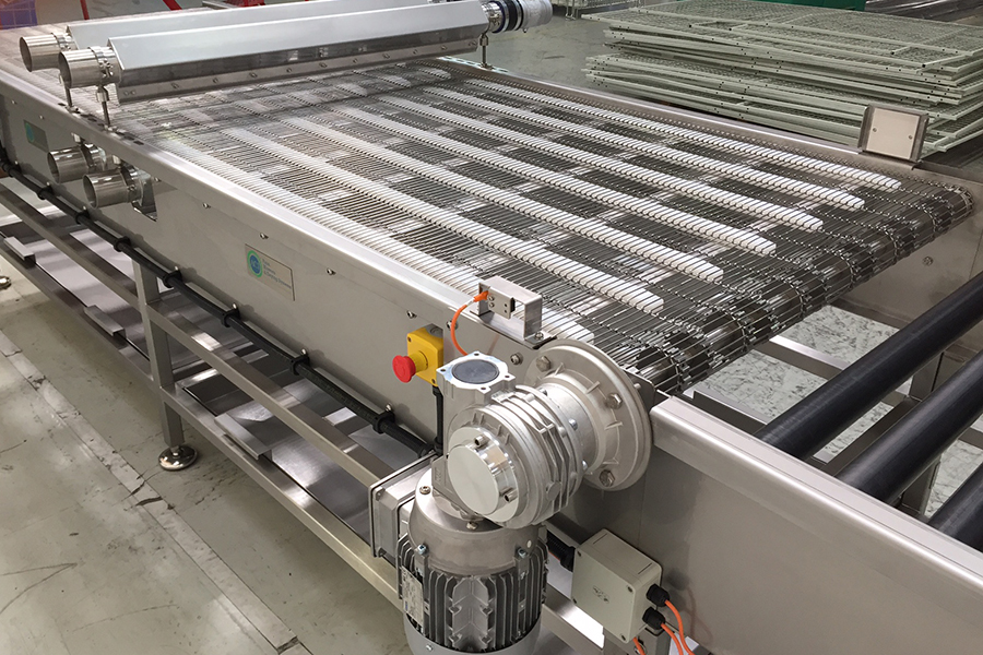 Turnkey Conveying Systems: Pet Food Containers Benefit